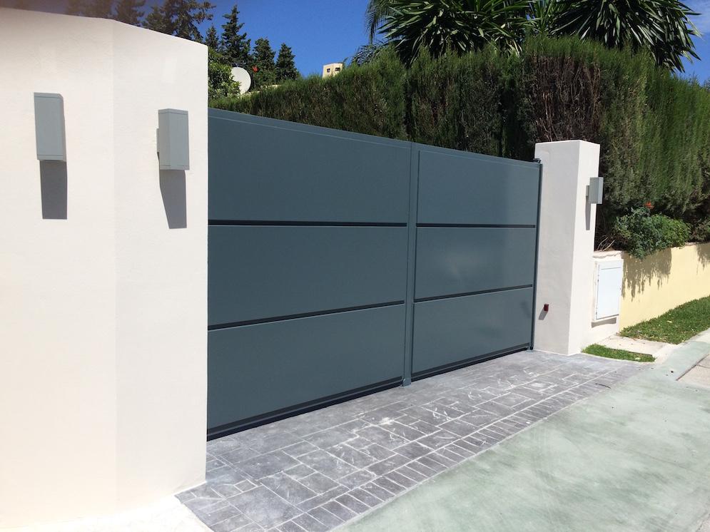 Puertas abatibles marbella cerrajeria sanjuan for Puertas abatibles garaje