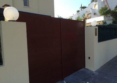 Puerta Garaje Abatible 2 Hojas forrada de Madera