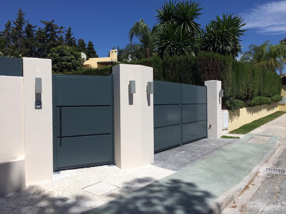 Puerta de garaje abatible royma sl puertas de garaje - Puertas abatibles garaje ...
